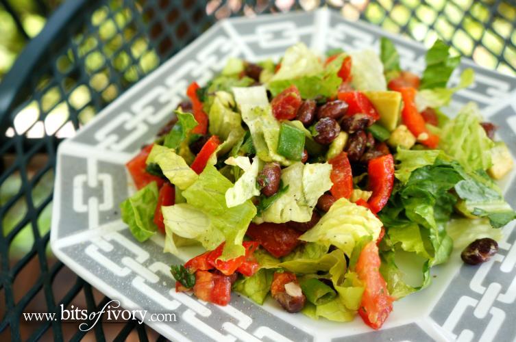 Light and Fresh Black Bean Taco Salad with cilantro and lime   www.bitsofivory.com
